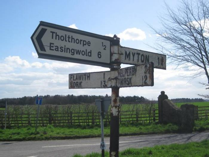 Tholthorpe sign